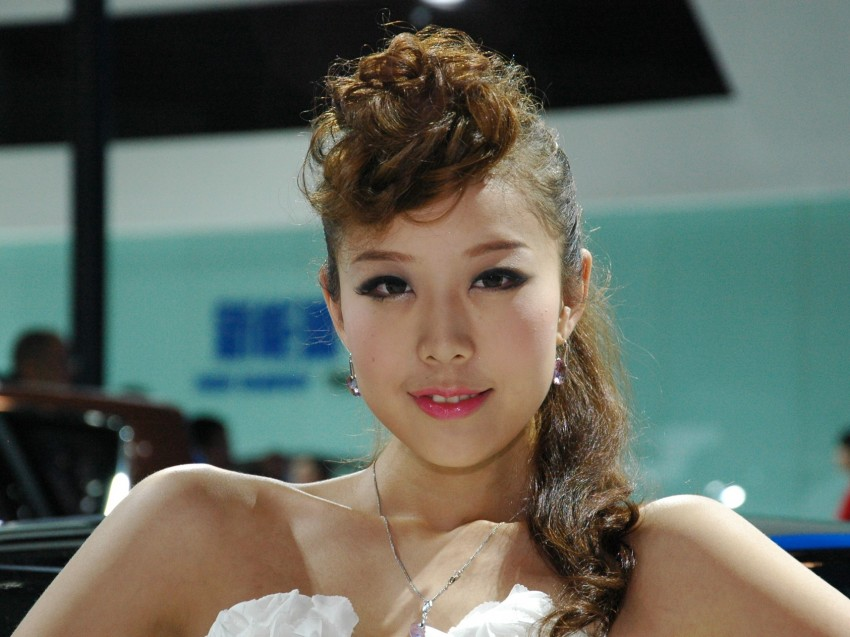Auto China 2012: the ladies of Beijing share the spotlight Image #104518