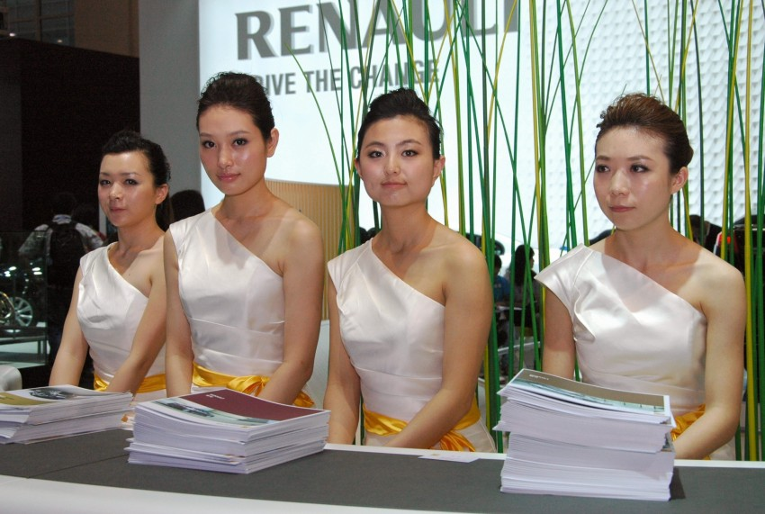 Auto China 2012: the ladies of Beijing share the spotlight Image #104519