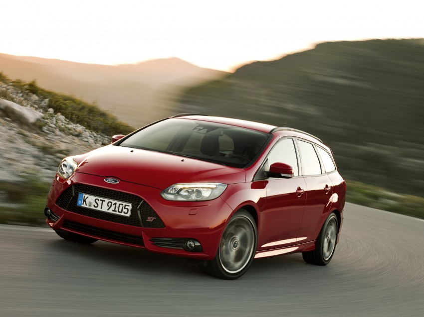 Ford Focus ST debuts, in five-door and estate forms Image #131054