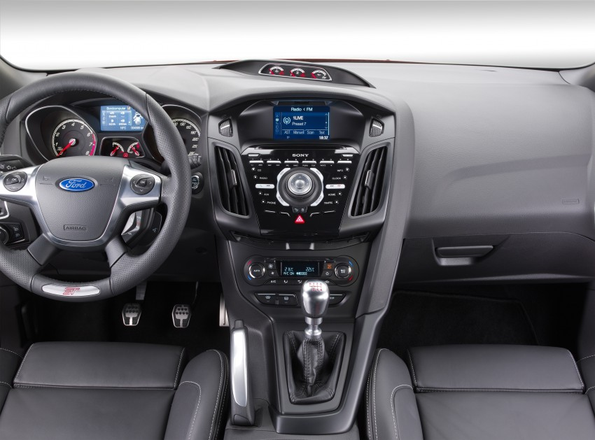 Ford Focus ST debuts, in five-door and estate forms Image #131048