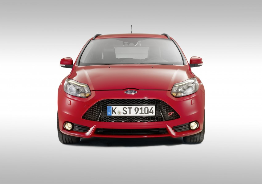 Ford Focus ST debuts, in five-door and estate forms Image #131056