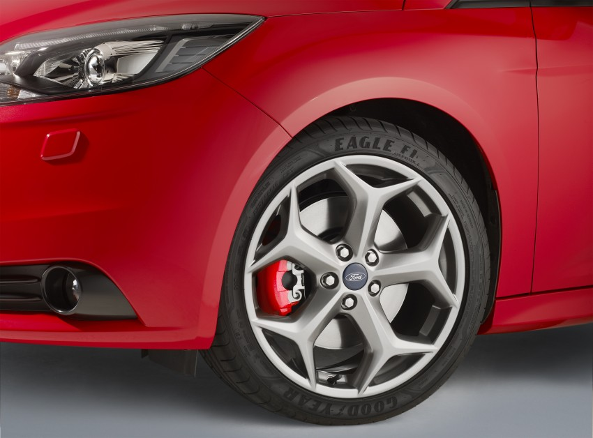 Ford Focus ST debuts, in five-door and estate forms Image #131051