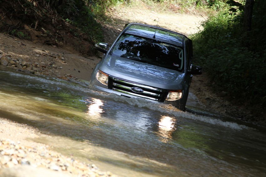 TESTED: Ford Ranger XLT 2.2 Manual driven in all jungles – the concrete one and the green-muddy one Image #116831