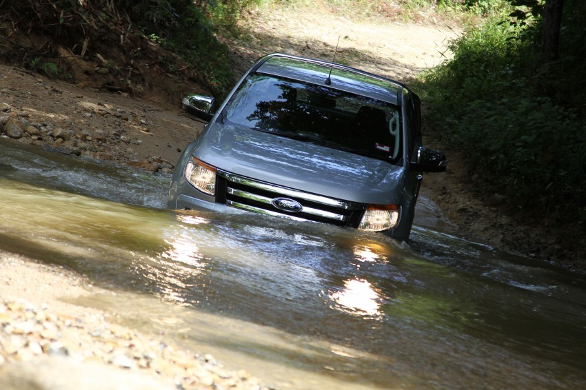 TESTED: Ford Ranger XLT 2.2 Manual driven in all jungles – the concrete one and the green-muddy one Image #116833