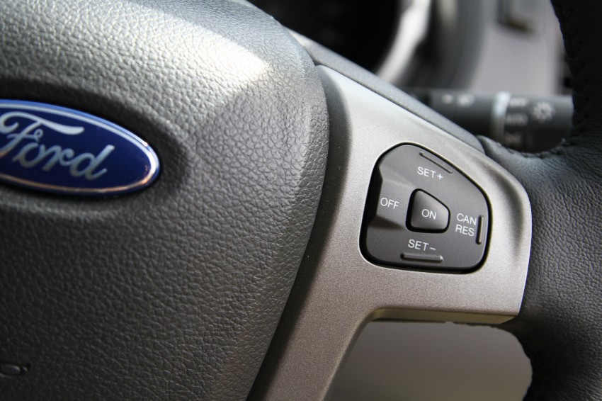 TESTED: Ford Ranger XLT 2.2 Manual driven in all jungles – the concrete one and the green-muddy one Image #116896