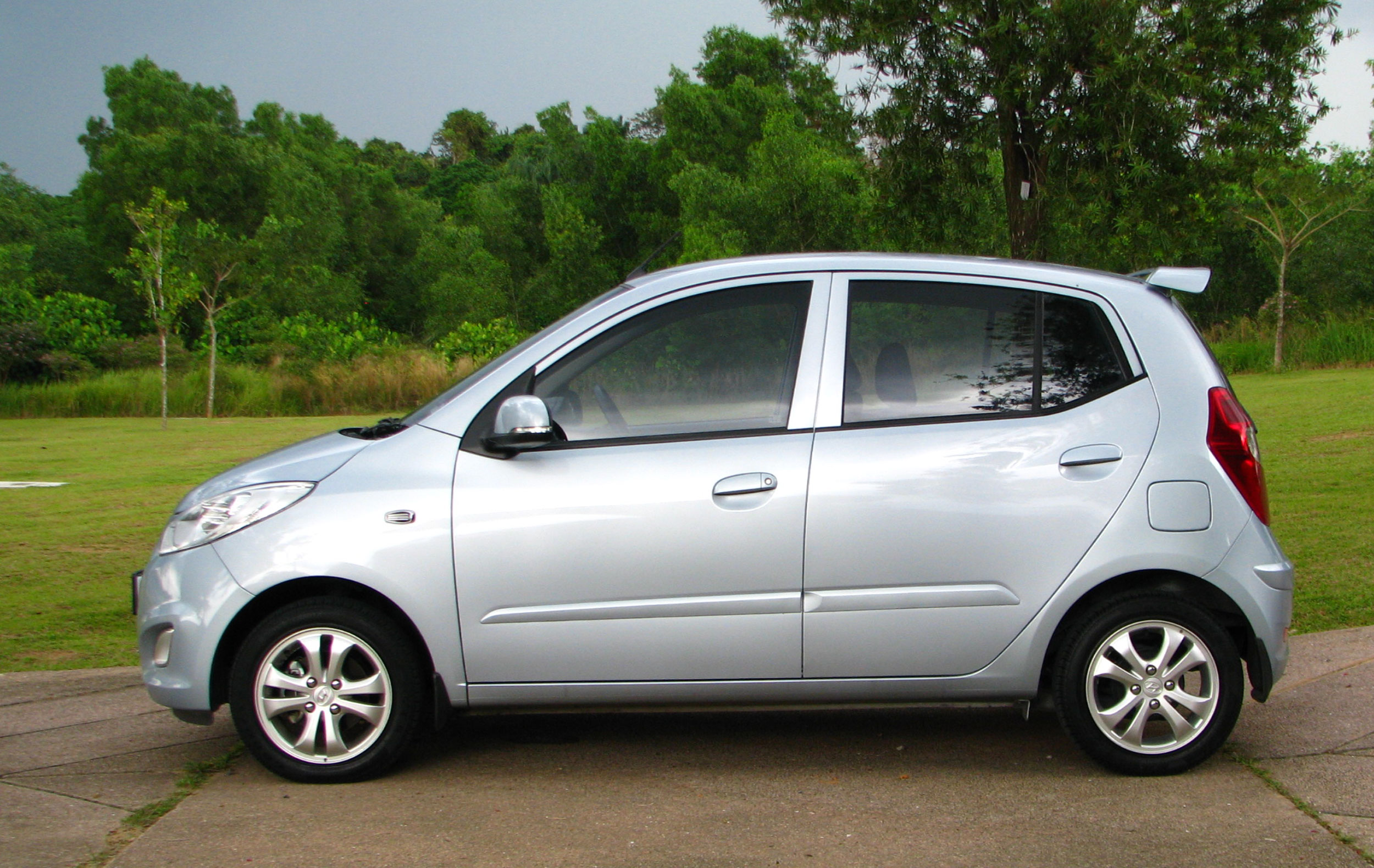 Hyundai I10 Full Test Drive Review A Fun Econobox Image
