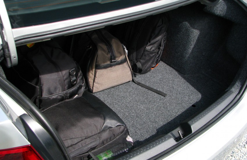 DRIVEN: Volkswagen Polo Sedan 1.6 tested! Image #103905