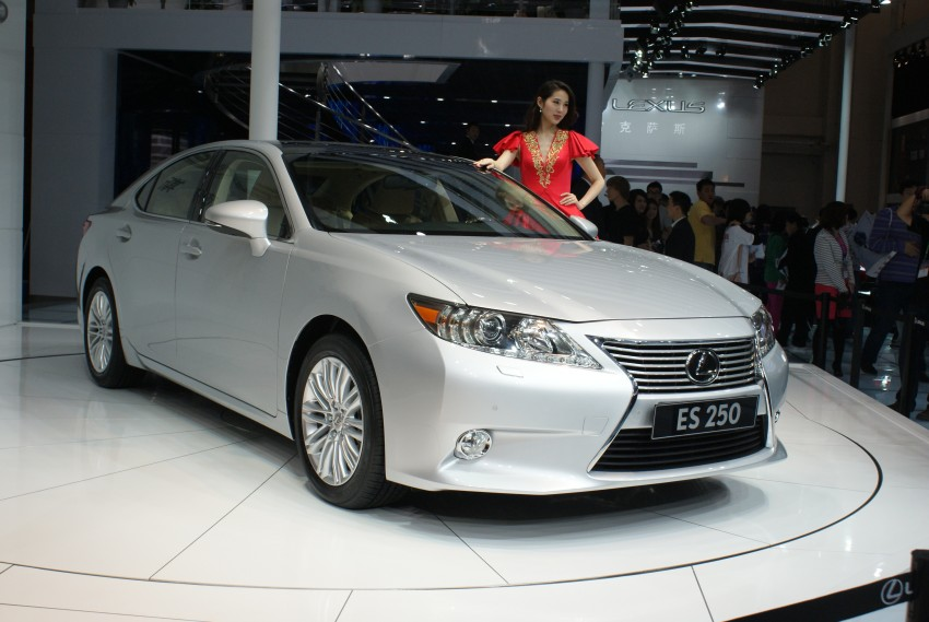Lexus ES sheds dowdy image, follows the GS' lead Image #103272