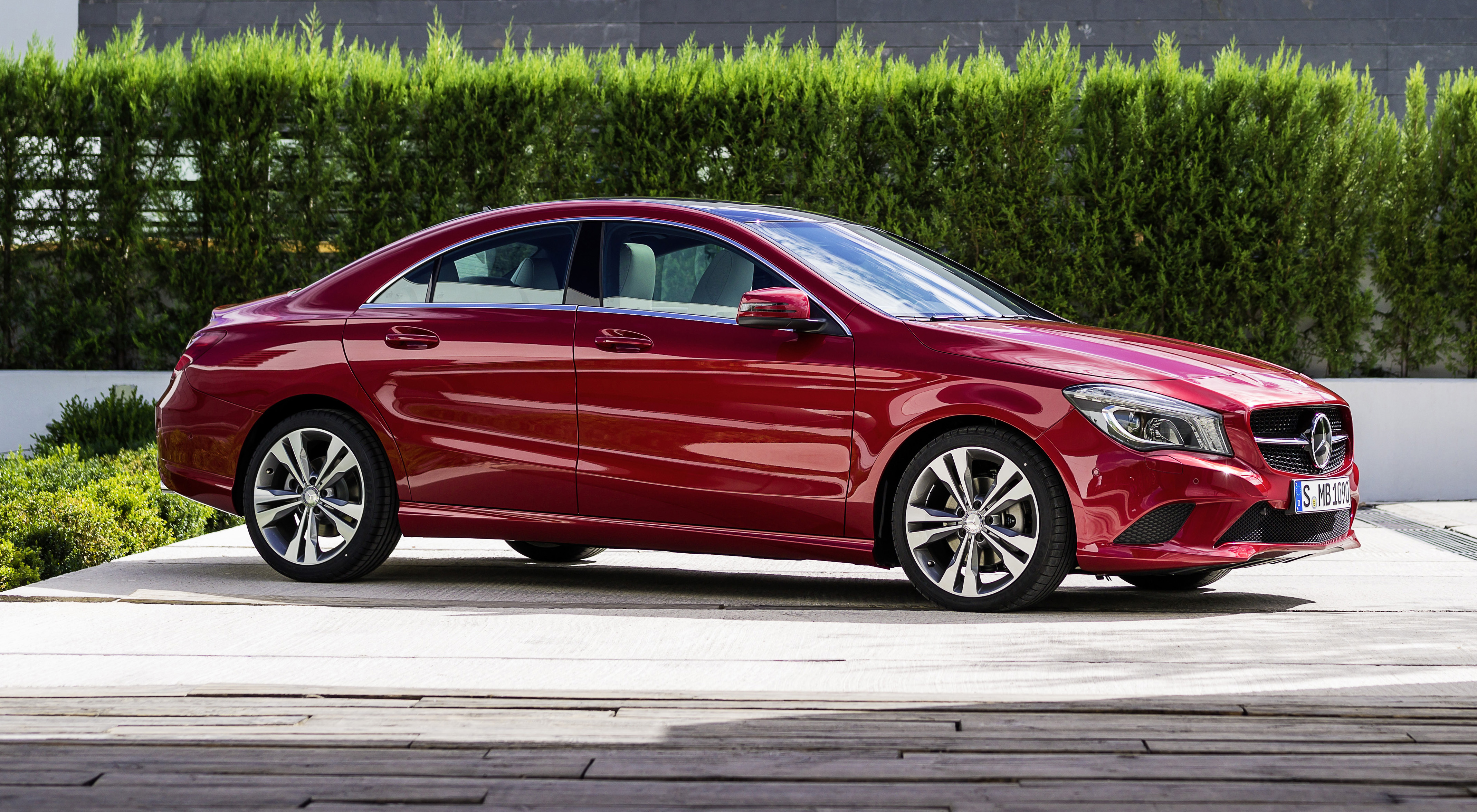 New mercedes benz cla class makes its debut image 149615 for Mercedes benz class cla