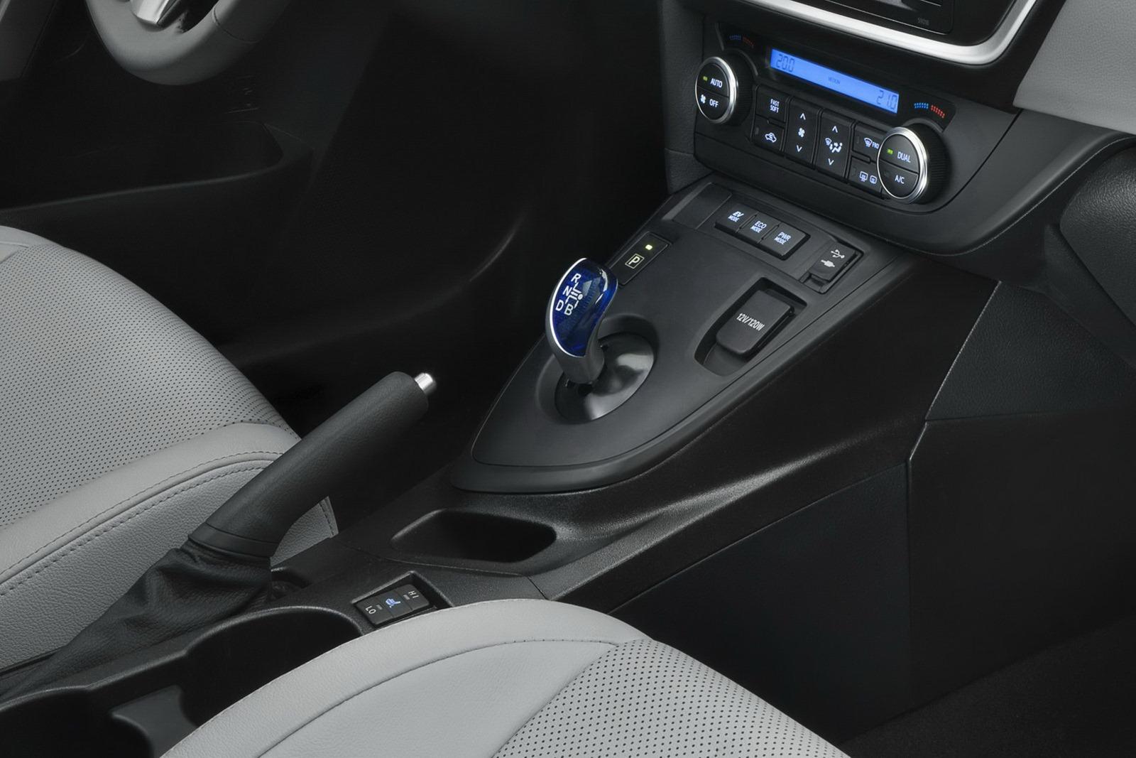 2013 toyota auris c segment hatchback unveiled paul tan for Interior toyota auris 2018
