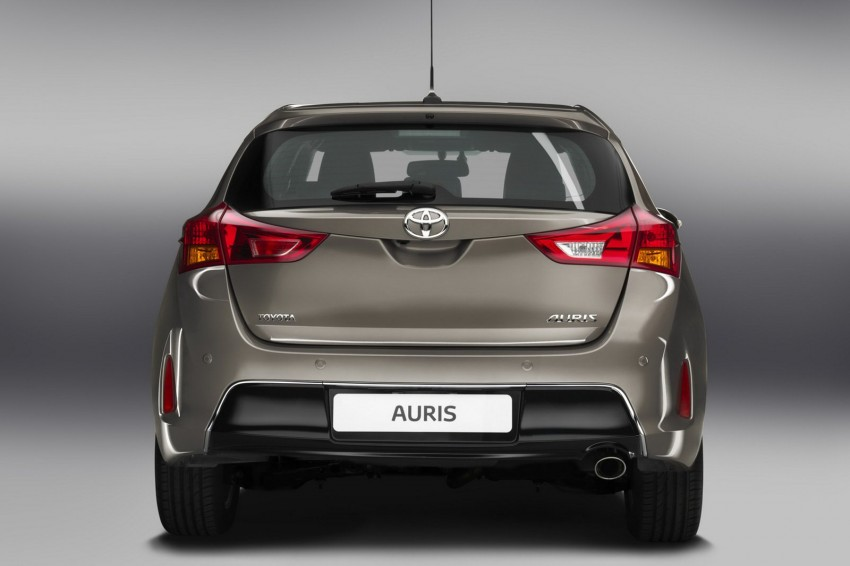 2013 Toyota Auris C-segment hatchback unveiled! Image #126254