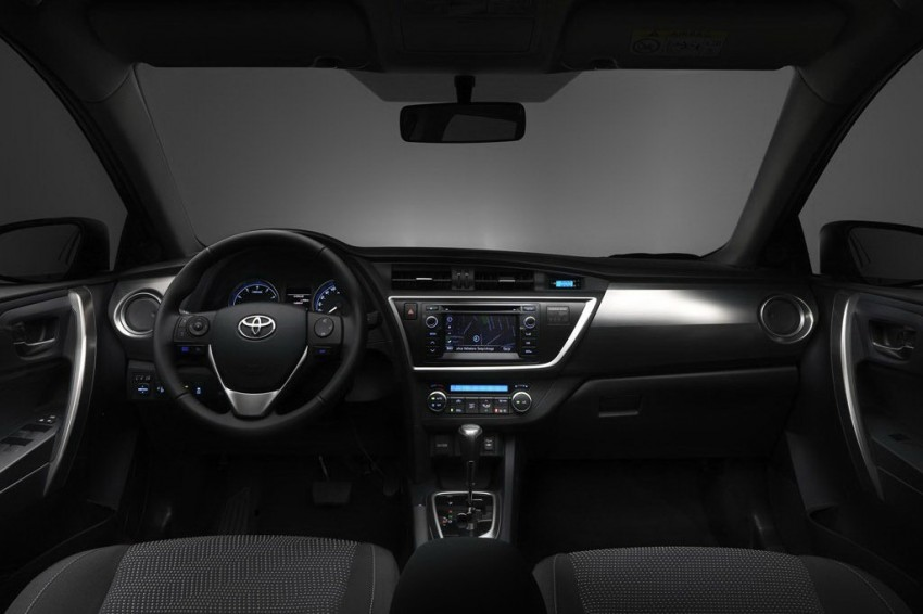 2013 Toyota Auris C-segment hatchback unveiled! Image #126259
