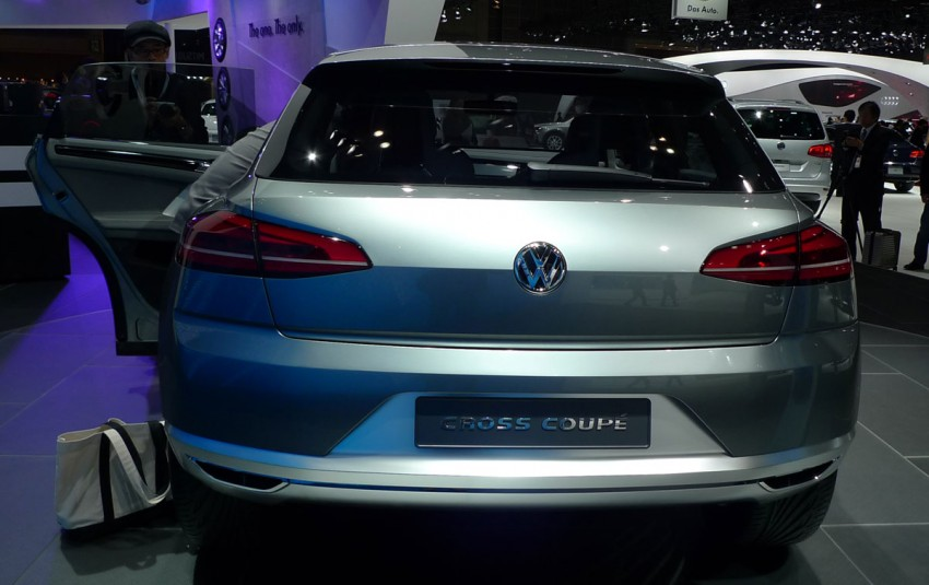 Tokyo 2011: VW Cross Coupe Concept is small but stout Image #78896