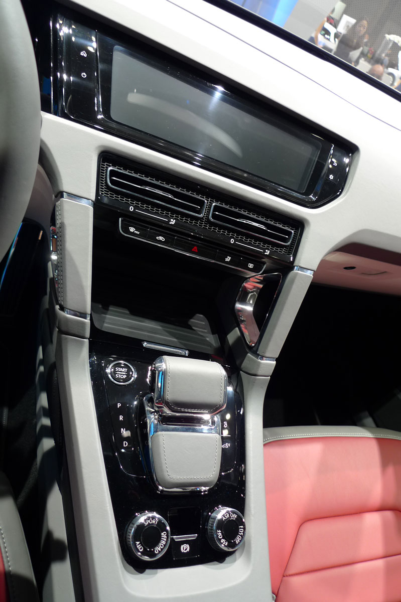 Tokyo 2011: VW Cross Coupe Concept is small but stout Image #78898