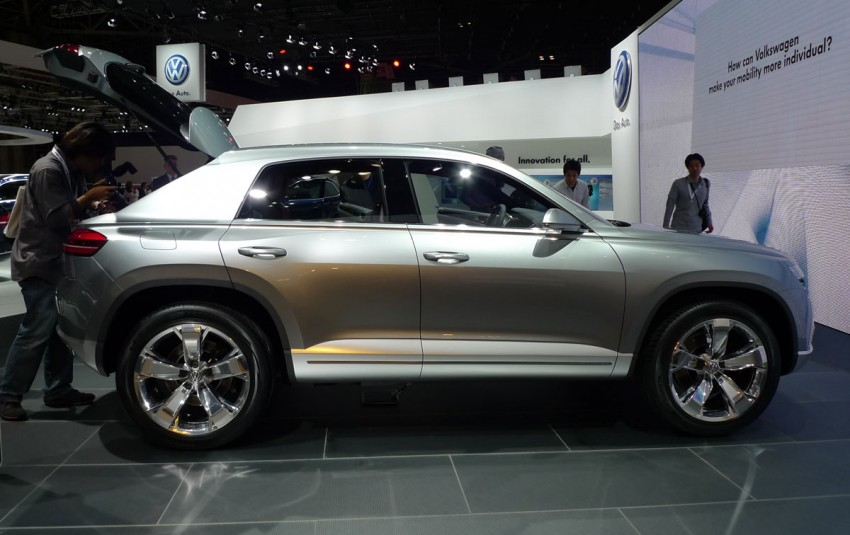 Tokyo 2011: VW Cross Coupe Concept is small but stout Image #78902