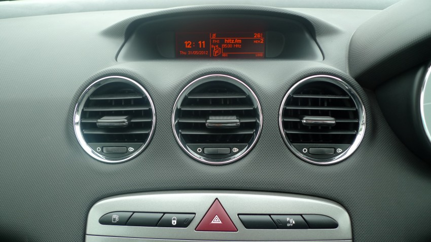 DRIVEN: Peugeot 408 Turbo and 408 2.0 Image #113273