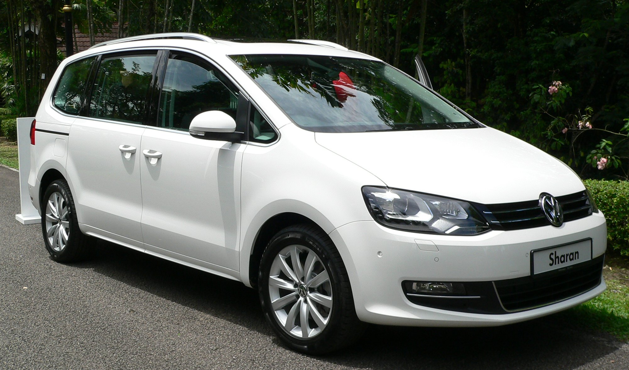 volkswagen sharan launched 7 seater rolls in at rm245k. Black Bedroom Furniture Sets. Home Design Ideas