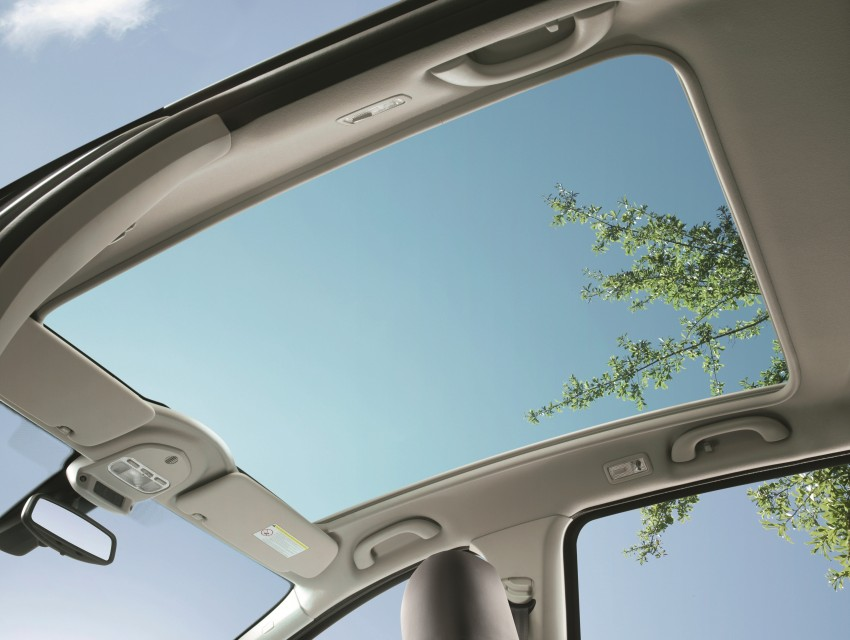 Panoramic Roof with Ellectronocally Retractable Blind1