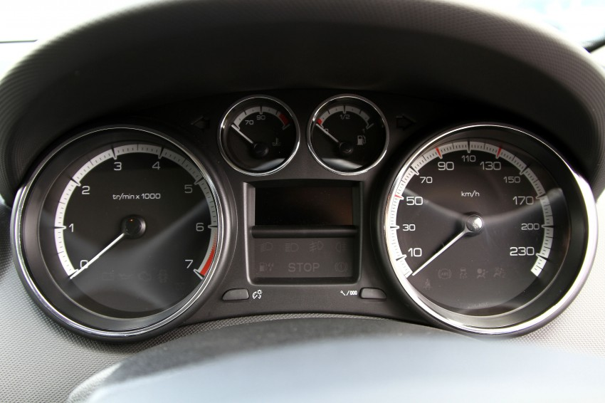 DRIVEN: Peugeot 408 Turbo and 408 2.0 Image #113190