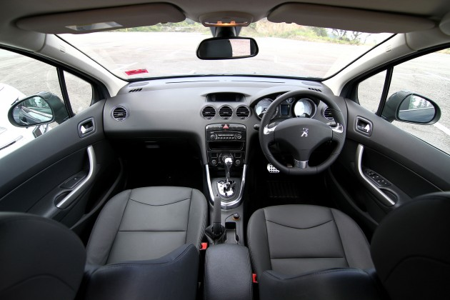 Essentially, the 408 Turbo and the non-turbo are one and the same. As mentioned earlier, both have the same exterior lines and share the same interior