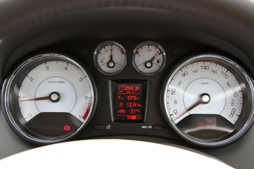 DRIVEN: Peugeot 408 Turbo and 408 2.0 Image #113233