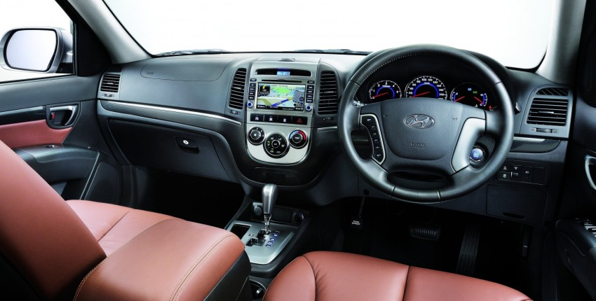 Hyundai Santa Fe goes the premium route – both 2.2 diesel and 2.4 petrol variants get the treatment Image #70631