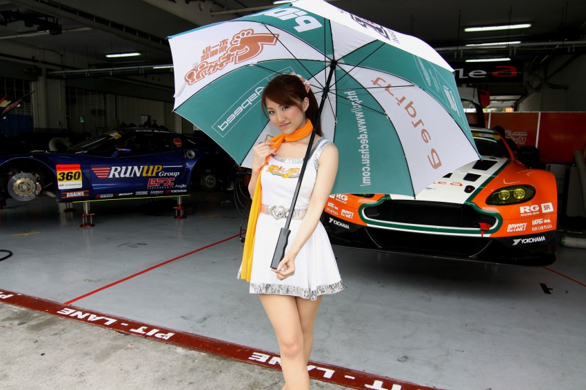 Super GT 2012 Rd 3: Of booth babes and race queens Image #112092