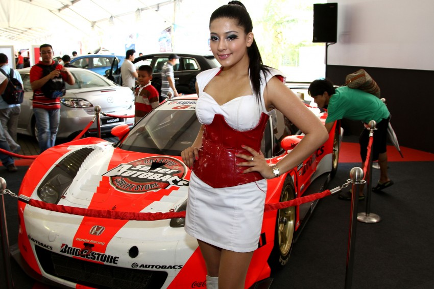 Super GT 2012 Rd 3: Of booth babes and race queens Image #112222