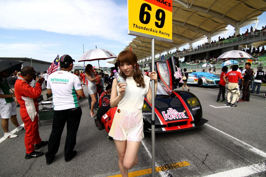 Super GT 2012 Rd 3: Of booth babes and race queens Image #112167