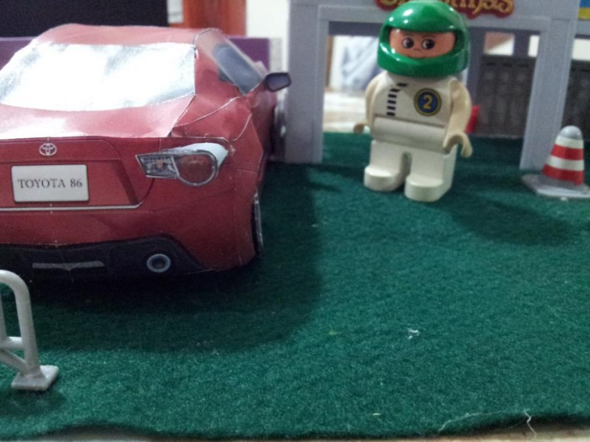 Toyota 86 assembled. Photo taken. Prize will be won. Image #104282