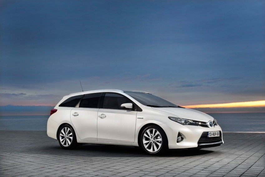 Europe gets new Toyota Auris Touring Sports; offers class-best luggage capacity and a full hybrid option Image #155448