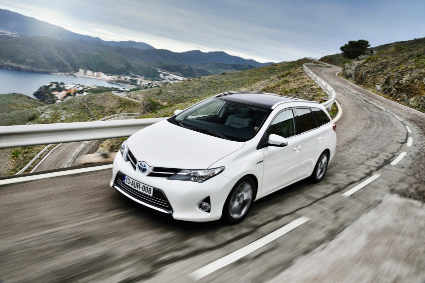 Europe gets new Toyota Auris Touring Sports; offers class-best luggage capacity and a full hybrid option Image #155454