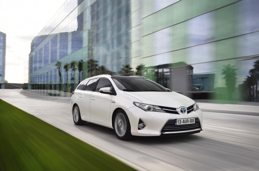 Europe gets new Toyota Auris Touring Sports; offers class-best luggage capacity and a full hybrid option Image #155457