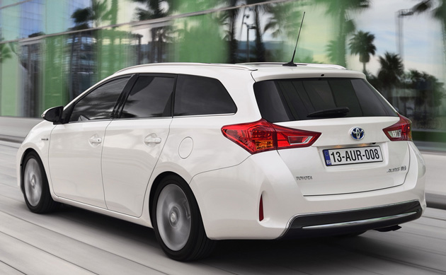Europe gets new Toyota Auris Touring Sports; offers class-best luggage capacity and a full hybrid option Image #155460