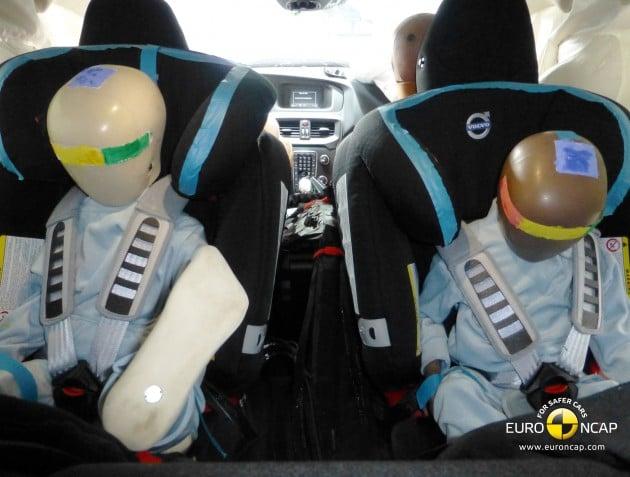 Volvo V40 Child rear seat crash test