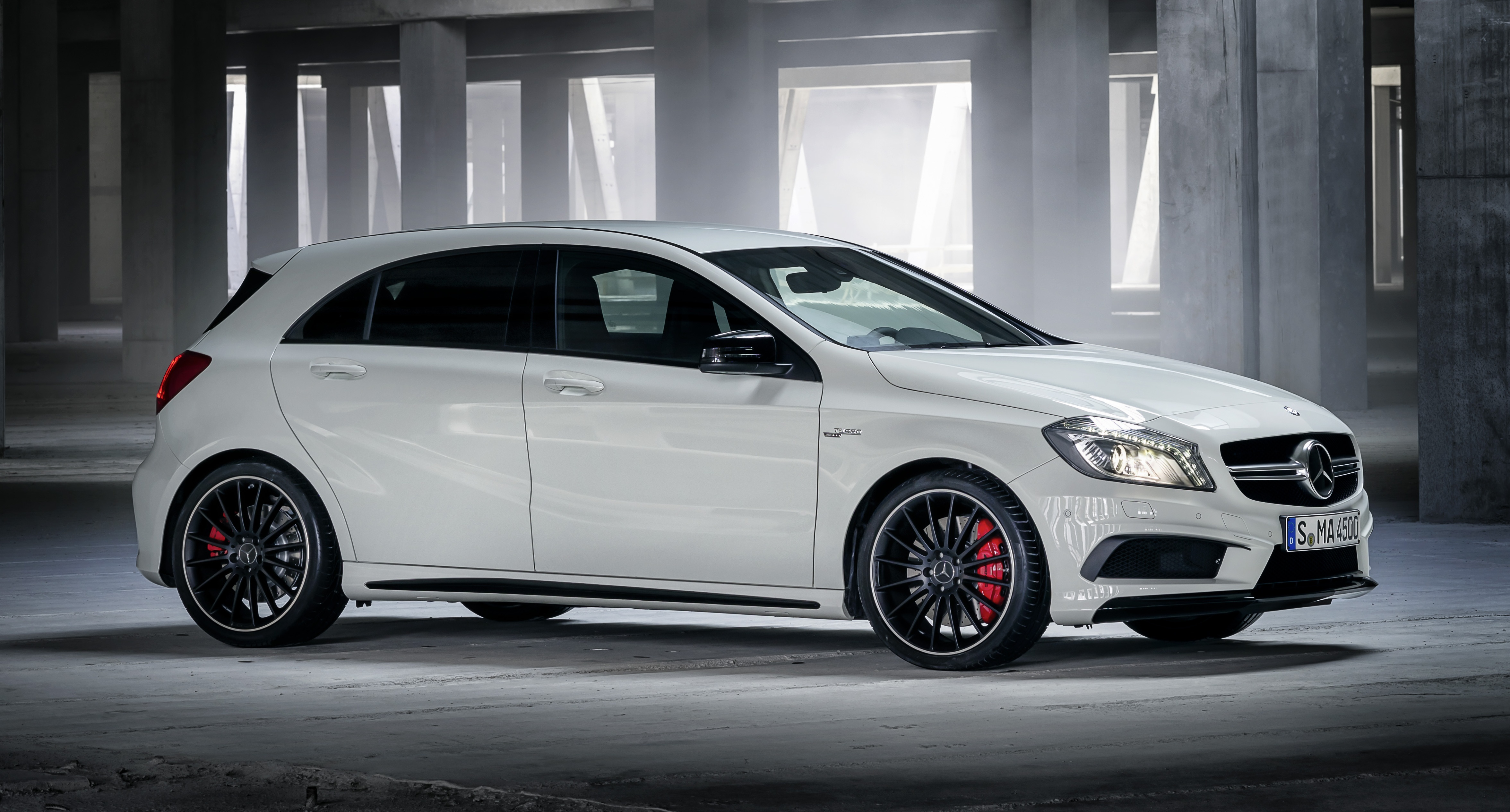 Mercedes benz a 45 amg 360hp 450nm range topper image 154453 for Mercedes benz amg range
