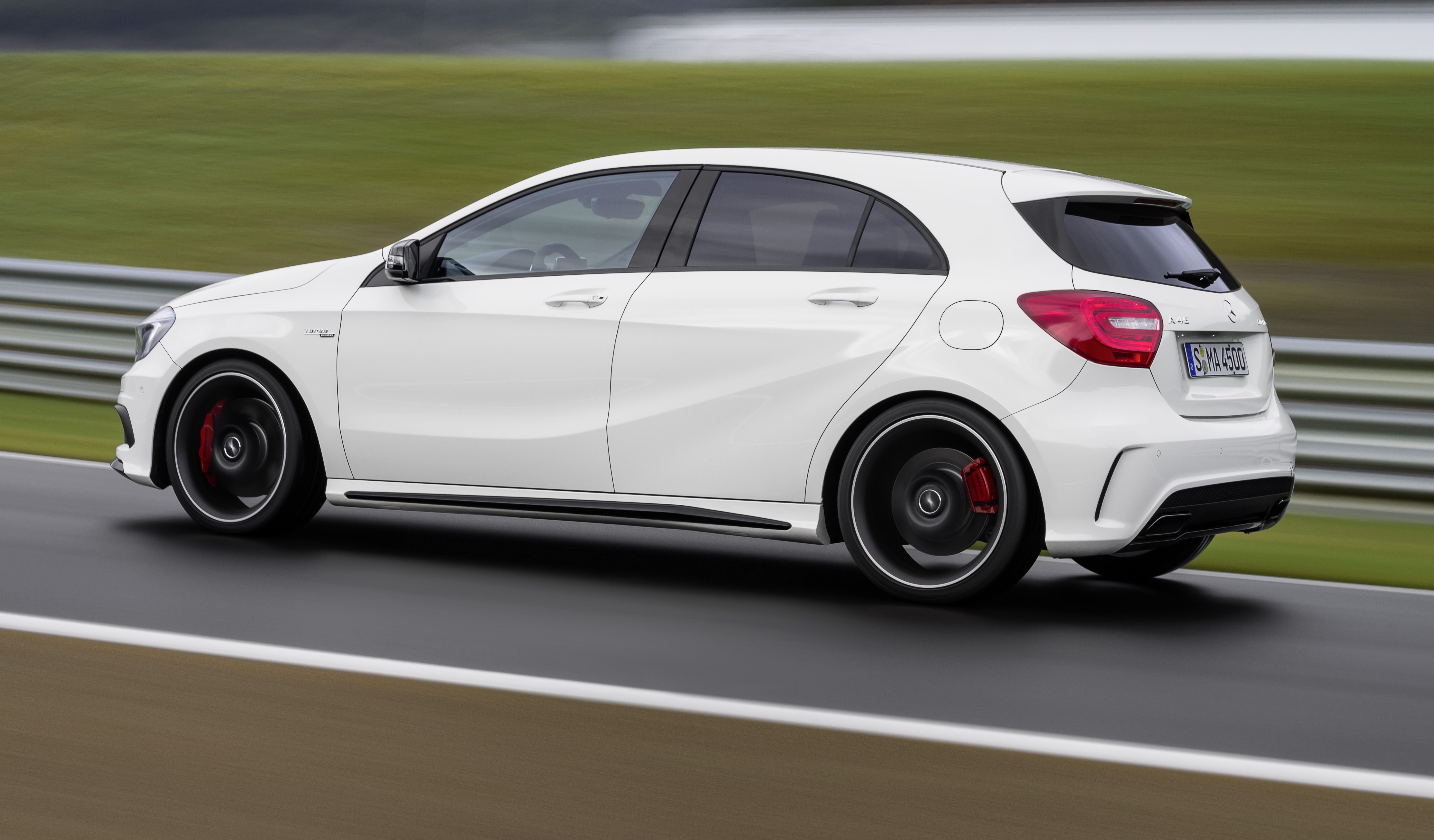 Mercedes benz a 45 amg 360hp 450nm range topper image 154434 for Mercedes benz amg range