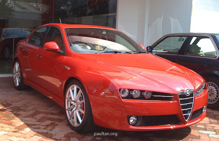 alfa romeo 159 ti 3 2 v6 auto spotted at sdac showroom. Black Bedroom Furniture Sets. Home Design Ideas