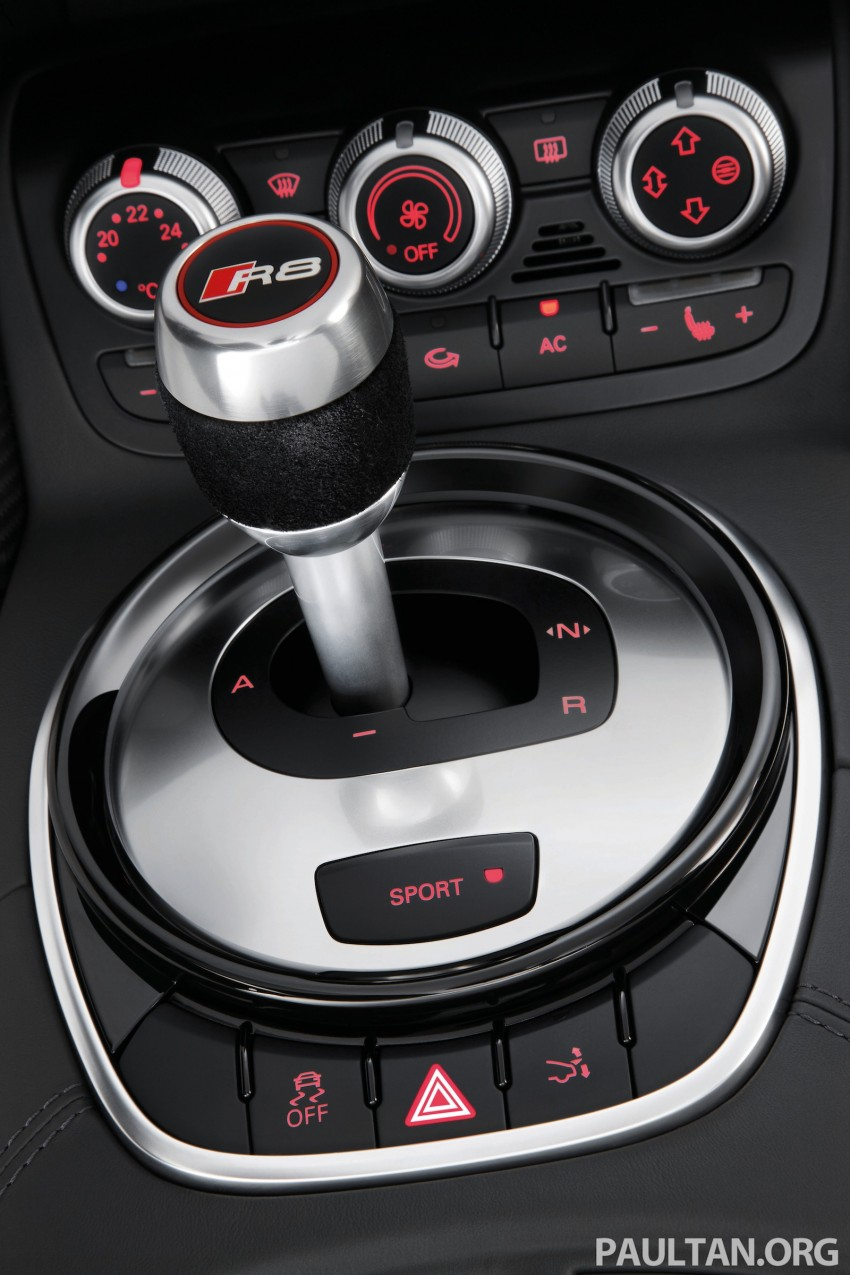 Audi R8 facelift – now with S tronic dual clutch Image #122156