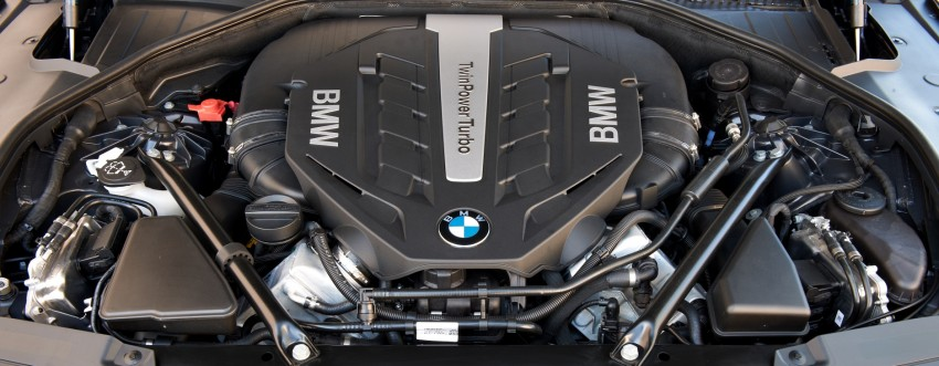 2012 BMW 7-Series LCI gets updated inside and out Image #108412