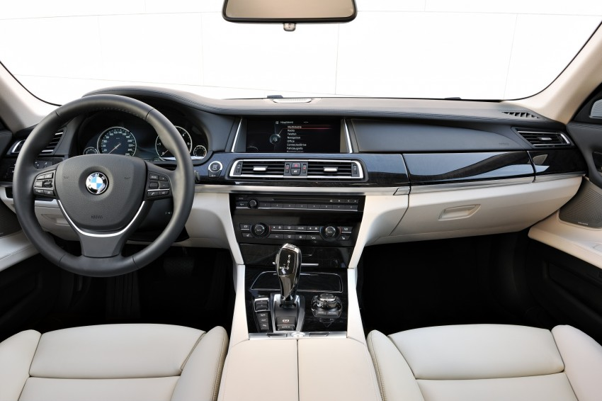 2012 BMW 7-Series LCI gets updated inside and out Image #108413