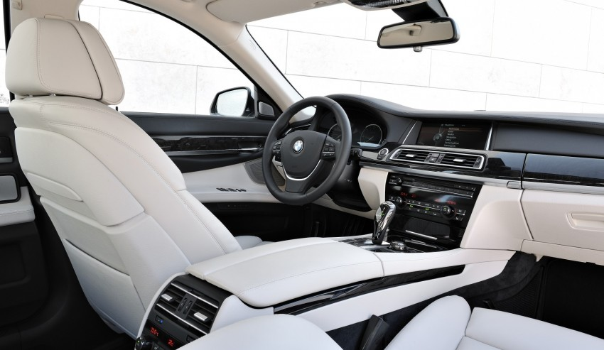 2012 BMW 7-Series LCI gets updated inside and out Image #108414