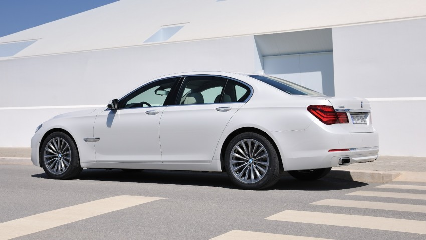 2012 BMW 7-Series LCI gets updated inside and out Image #108418
