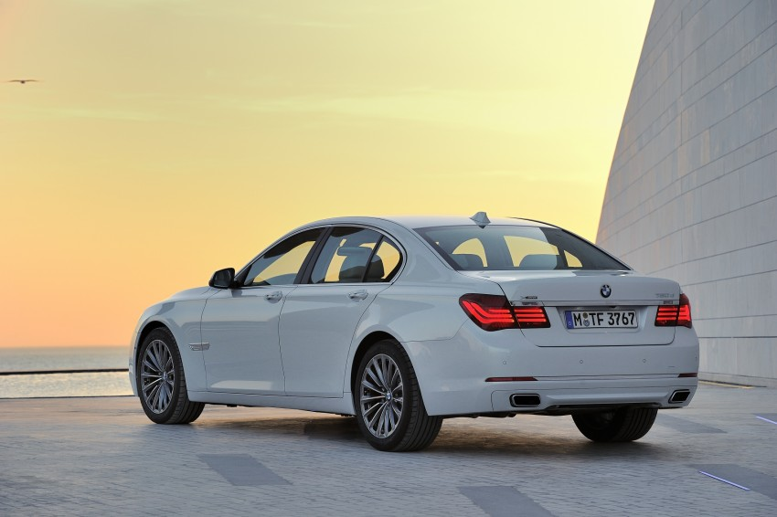 2012 BMW 7-Series LCI gets updated inside and out Image #108402