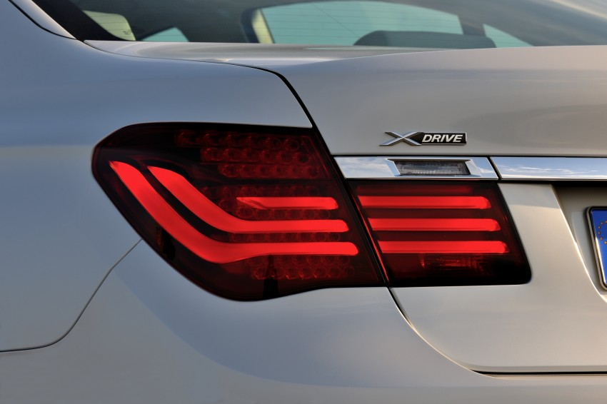 2012 BMW 7-Series LCI gets updated inside and out Image #108422