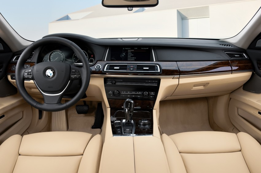 2012 BMW 7-Series LCI gets updated inside and out Image #108424