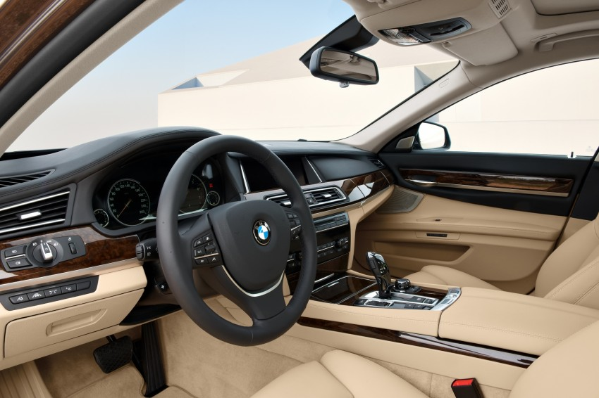 2012 BMW 7-Series LCI gets updated inside and out Image #108425