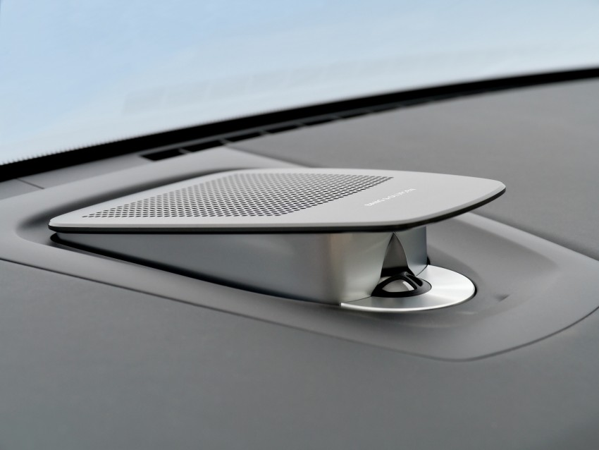 2012 BMW 7-Series LCI gets updated inside and out Image #108426