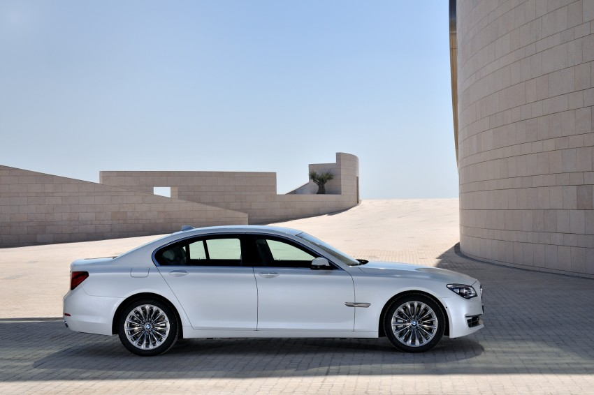 2012 BMW 7-Series LCI gets updated inside and out Image #108429