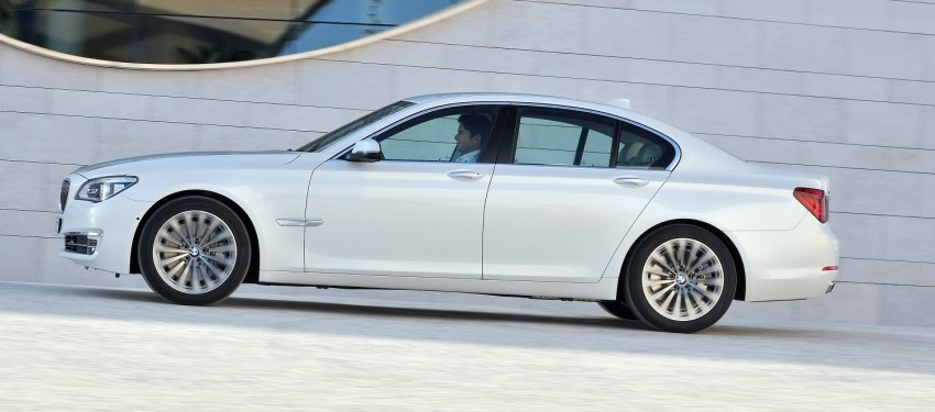 2012 BMW 7-Series LCI gets updated inside and out Image #108431